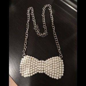 Jewelry - Beaded Bow Necklace